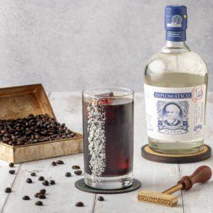 Planas coco café y ron cóctel de verano